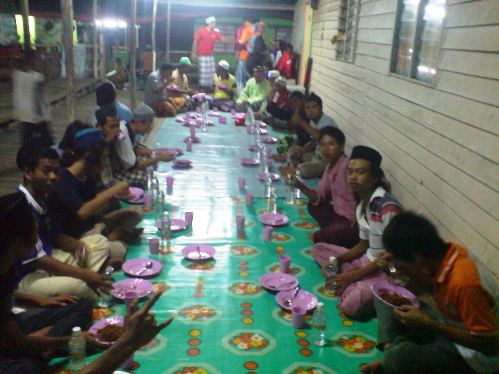Ramadhan : Suasana More Di Kampung Ku