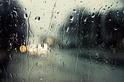 Malaikat Kecil Di Hari Hujan