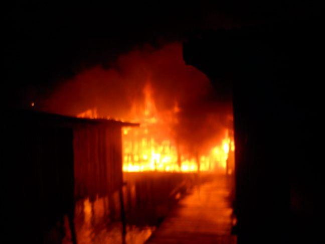 Kg. Gentisan 2, Lima Buah Rumah Hangus Dijilat Api [Video]